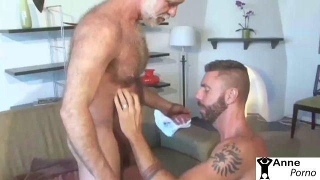 Yaşlı Adamla Gay Sikiş Yapan Genç