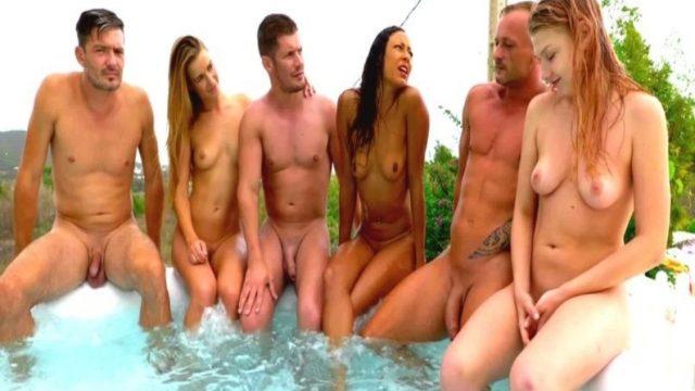 Havuz Kenarında Grup Seksin Tadını Çıkartıyorlar